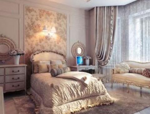 欧式卧室装修效果图:此款卧室使用浅紫色作为卧室的背景,且家具也采用