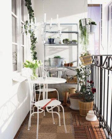 客厅阳台装修效果图:小阳台也可以有自己的小空