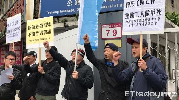 反对纳七休一例外!台湾司机曝过劳班表:你们敢坐我的车?