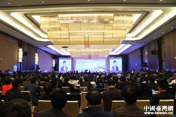 两岸记者访新郑拜轩辕 赞郑州发展之迅速