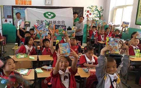 顶新公益基金会六一儿童节慰问持续关怀学校儿童1_附件图.jpg