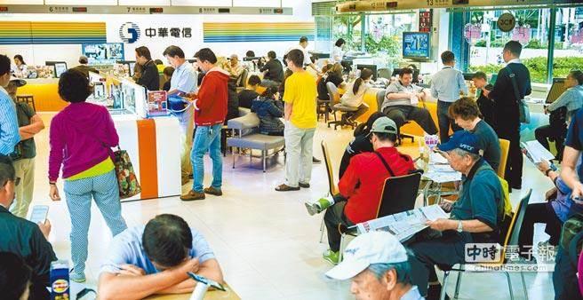 台湾经济乐观度连4跌 民众消费意愿转负