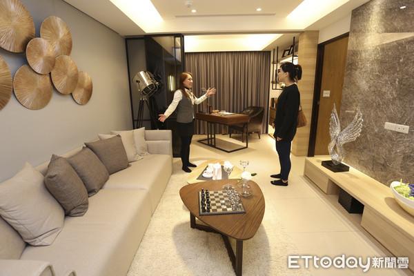 台湾3成年轻购屋族年收入不到40万 买房靠爸妈