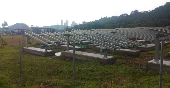 台北生态公园插满太阳能板 台湾网友叹:都牺牲肺了哪管绿地
