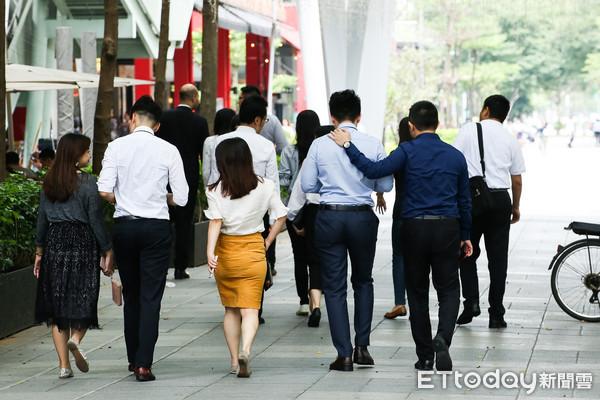 2018台湾月薪平均5万新台币 制造业加班工时反应景气减缓