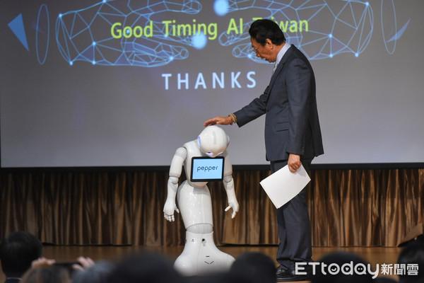 """Good timing爱台湾"" 郭台铭秀AI发展成果"