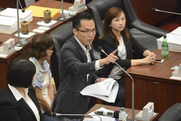 民进党议员辩称质询韩国瑜没故意刁难 近五千网友留言围攻