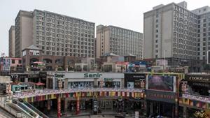 """揭秘郑州""""iPhone城"""":25万工人 如美国一个城市.jpg"""