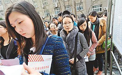 公务员工资被曝涨6成 正国级月薪为1.1万