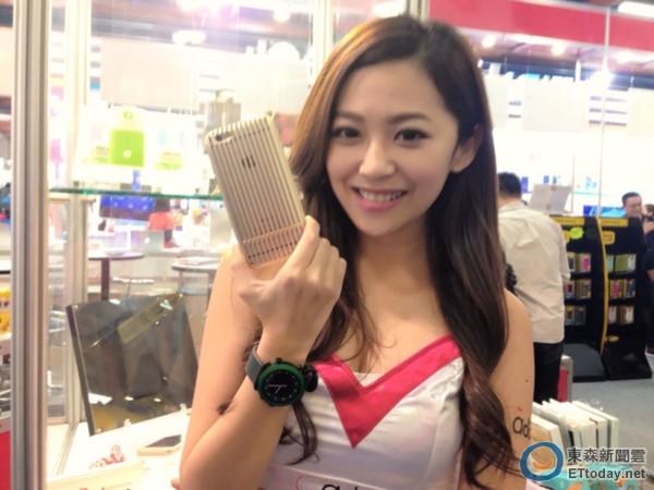 全球最贵iphone6手机壳现身台湾2014信息月会场.(图:东森新闻云)