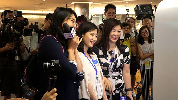 两岸记者参访深圳腾讯公司:大陆互联网企业发展日新月异.jpg